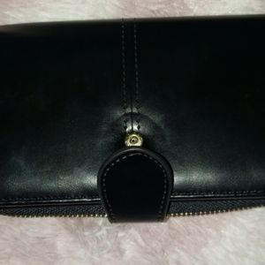 3/20$Black Synthetic Leather Closure Wallet Clutch